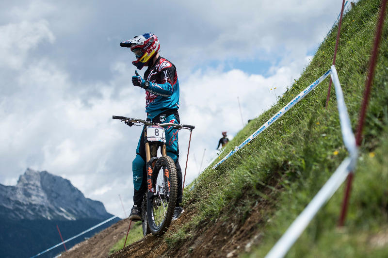 1a738866266 The three-day (G)winning Camp in Bikepark Leogang starts with the arrival  of the participants and a Meet & Greet with Aaron Gwin on the day after the  finals ...
